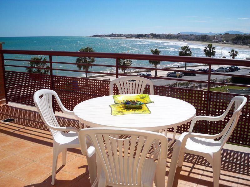 terraza con vistas al mar. Alquiler de apartamentos en Alcossebre,