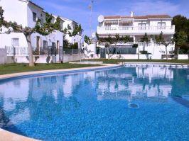 Venta de chalets y adosados piscina de un adosado en venta en Alcossebre