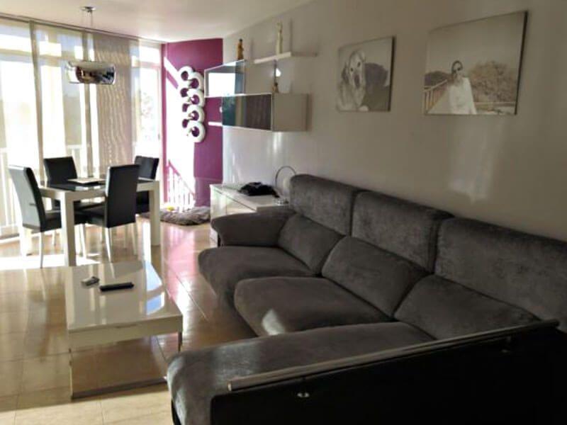 salon de un apartamento de tres dormitorios en Alcossebre